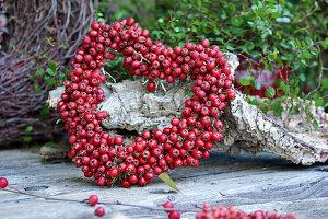 Herz aus Weissdornbeeren