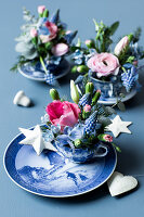 A blue-and-white cup with flower decorations