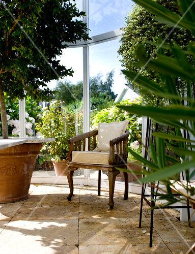 glashaus mit garten feature bilder kaufen living4media. Black Bedroom Furniture Sets. Home Design Ideas