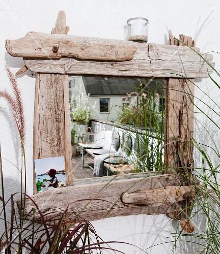 spiegel mit rahmen aus treibholz bild kaufen living4media. Black Bedroom Furniture Sets. Home Design Ideas
