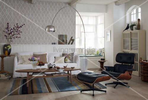 wohnzimmer im stilmix mit sofa bogenlampe ledersessel. Black Bedroom Furniture Sets. Home Design Ideas