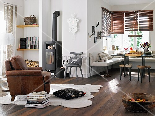 Alpine look; living room with wood-burning stove and corner bench