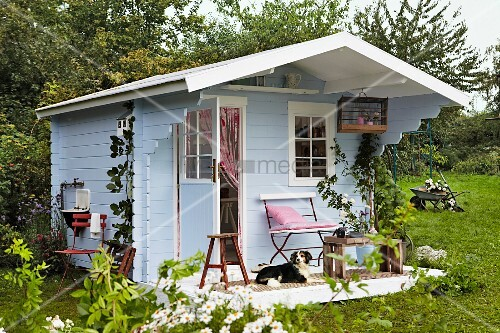 Skandinavische Gartenhäuser blaues gartenhaus aus holz im skandinavischen stil als