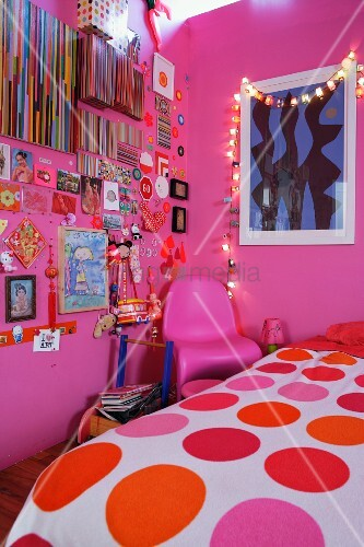 Girl\'s bedroom with pink walls … – Buy image – 11076948 ...
