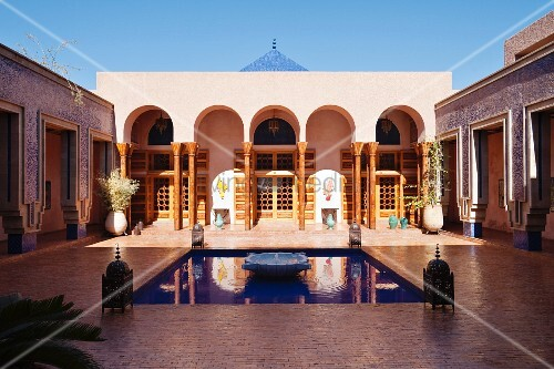 Water feature and lanterns in courtyard of modern moroccan house