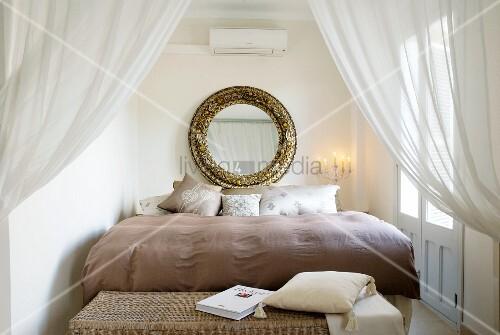 hinter bett stunning wand hinter dem bett led stripes an wand hinter wand hinterm bett with. Black Bedroom Furniture Sets. Home Design Ideas