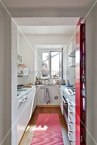 blick durch offenen durchgang in schmale moderne k che bild kaufen living4media. Black Bedroom Furniture Sets. Home Design Ideas