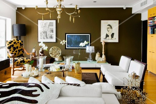 Gerahmte Bilder Wohnzimmer ~ Sitzgruppe mit animalprint und opiumtisch in elegantem wohnzimmer