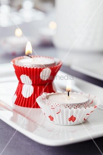Kerzen-Idee: Muffinförmchen als Teelichthalter – Bild kaufen ...