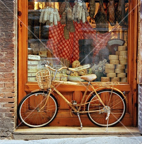 A bicycle outside a delicatessen shop (Siena, Italy)