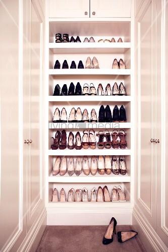 Schuhschrank in einem Garderobenraum