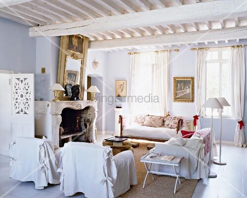 Weisses Wohnzimmer Im Französischen Landhausstil Mit Kamin U0026 Holzdecke