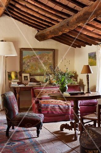 Wohnzimmer im rustikal gemütlichen ... – Bild kaufen ...