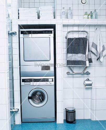 Waschmaschine Und Trockner Ubereinander Bild Kaufen 11219098