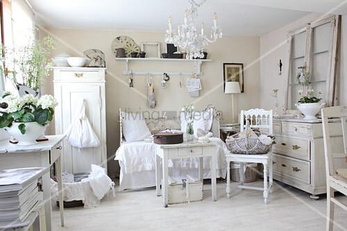 Wohnzimmer im weißen Shabby Chic – Bild kaufen – 11233254 ...