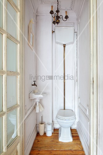 vintage wc mit sichtbarem aufputz bild kaufen 11289570 living4media. Black Bedroom Furniture Sets. Home Design Ideas