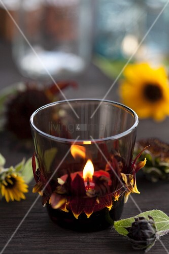 Tealight holder decorated with sunflower petals