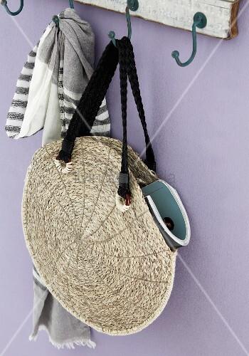 DIY Bastbeutel - runde Tasche aus zwei zusammengenähten, geflochtenen Tischsets