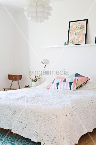 doppelbett mit weisser spitzen bild kaufen 11349098 living4media. Black Bedroom Furniture Sets. Home Design Ideas