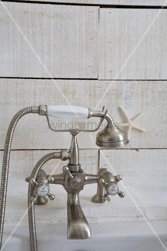Vintage Badewannenarmatur mit Handbrause