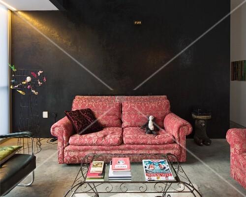 traditionelles sofa mit brokatmuster vor bild kaufen 11352272 living4media. Black Bedroom Furniture Sets. Home Design Ideas