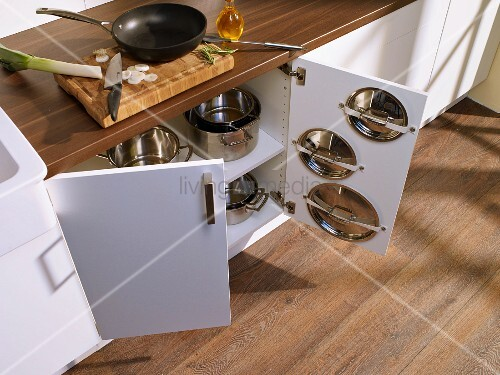 Extra storage space for pan lids in kitchen cabinet