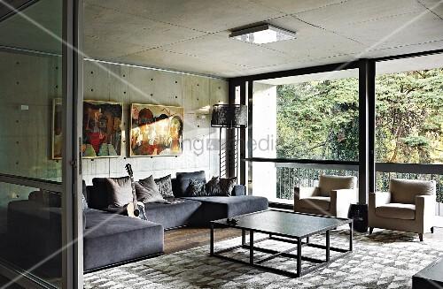 Modernes Wohnzimmer Mit Decke Und Wand Aus Beton Und Fensterfront