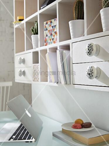 porzellan m belkn pfe mit zahlen und muster bemalt bild kaufen living4media. Black Bedroom Furniture Sets. Home Design Ideas