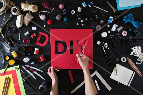 Symbolic DIY image with lettering reading DIY & craft utensils