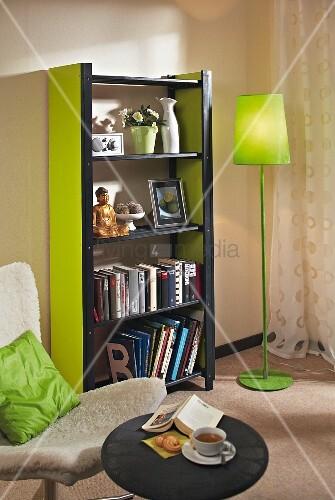 DIY Regal Aus Holzlatten Und MDF Platten In Schwarz Und Grün, Im Wohnzimmer