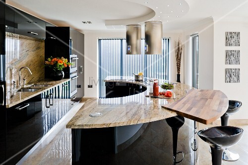 Semicircular counter with marble worksurface in black glossy kitchen
