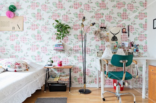 Wallpaper with floral cross-stitch pattern in bedroom