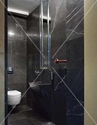 Designerbad mit schwarzen marmorfliesen bild kaufen 11001824 living4media - Marmorfliesen schwarz ...