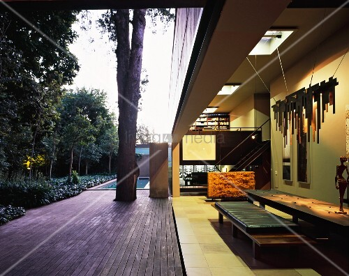 Open-sided dining room adjoining terrace