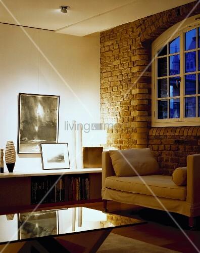 Elegantes wohnzimmer mit polsterliege bild kaufen - Wohnzimmer ziegelwand ...
