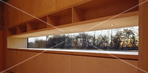 Einbauschrank Aus Holz Mit Integriertem Bild Kaufen 11023748