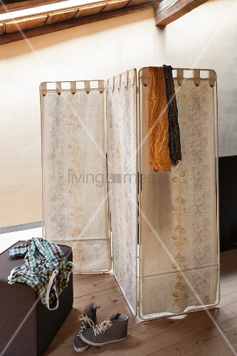 Fabric screen brightened up with vintage floral patterns