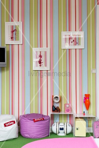 Striped wallpaper and various accessories in retro ambiance