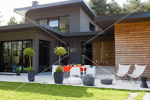 Architect-designed house with terrace a lawn