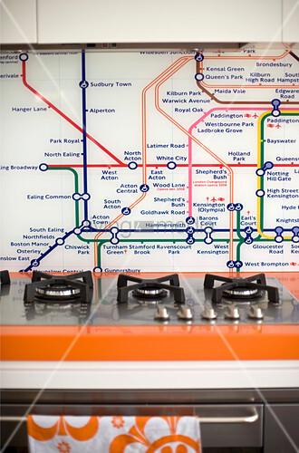 Londoner U-Bahn-Netz als Spritzschutz hinterm Herd