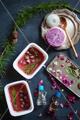 Material für selbstgemachtes Aroma-Wachs mit Trockenblumen