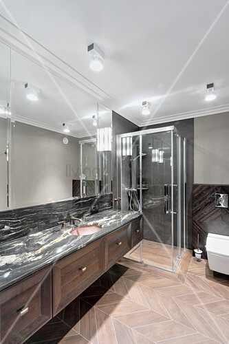 Black marble and wood-effect tiles in masculine bathroom