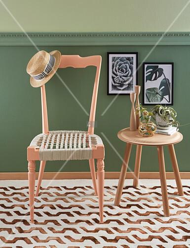 Stuhl mit Sitzfläche aus Makramee