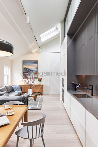 Fitted kitchen, dining area and lounge in bright, open-plan interior