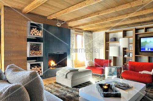 Moderne Möbel im Wohnzimmer mit ... – Bild kaufen – 12311766 ...