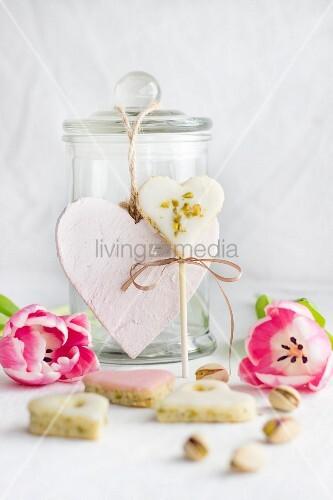 Pistazienherzen am Stiel zu Muttertag oder Valentinstag