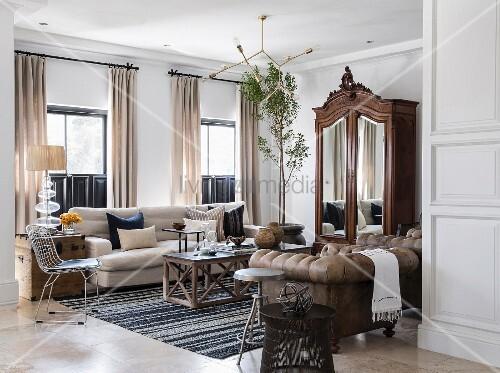 antiker schrank mit spiegelt ren und bild kaufen. Black Bedroom Furniture Sets. Home Design Ideas