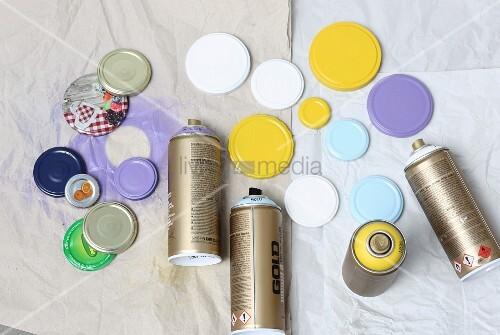 Screw lids sprayed with paint