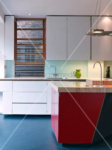 moderne k che mit zweifarbiger k cheninsel bild kaufen 12338172 living4media. Black Bedroom Furniture Sets. Home Design Ideas