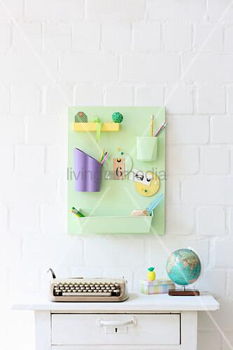 Utensilo aus recycelten Behältern in Pastellfarben